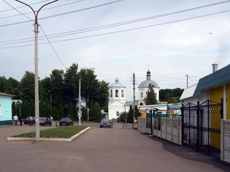 Сама Глазуновка — поселок городского типа тысяч на 14 жителей.