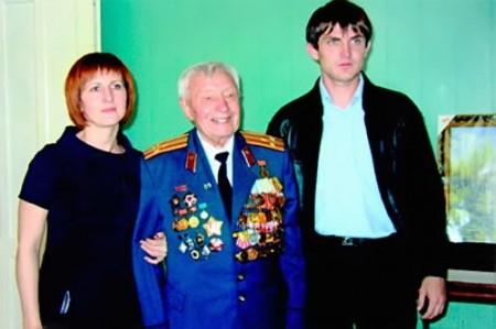 Иван Васильевич Селезнев с родными