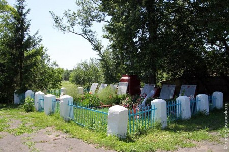 Общий вид воинского захоронения в селе Тагино Глазуновского района Орловской области