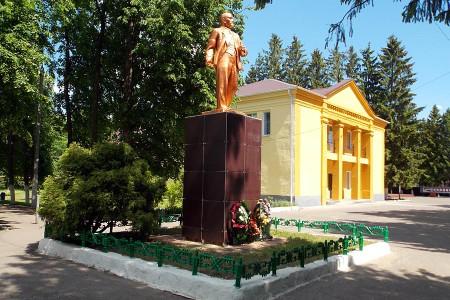 Памятник Ленину в Глазуновке, 2015-й год.