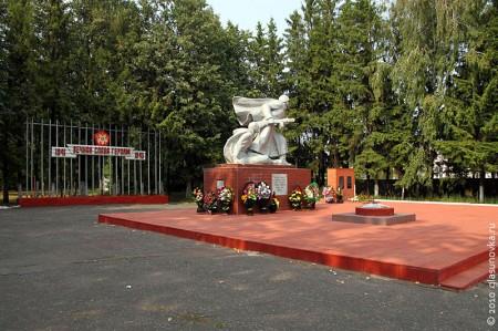 Мемориал воинам 13 армии и 16 Литовской стрелковой дивизии в посёлке Глазуновка