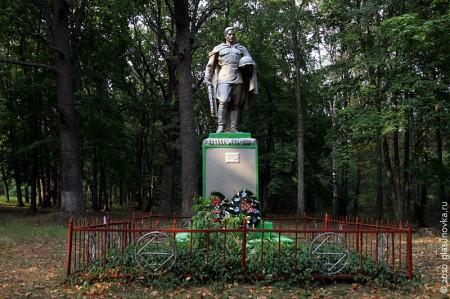 Воинское захоронение в п. Техникумовский Глазуновского района Орловской области