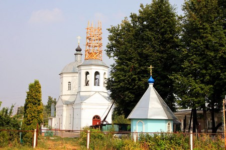 Церковь Рождества Пресвятой Богородицы в Глазуновке Орловской области, другой ракурс.