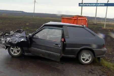 Под Глазуновкой КамАЗ столкнулся с «ВАЗ-21130». Трое погибших. Фото ТРК Истоки.