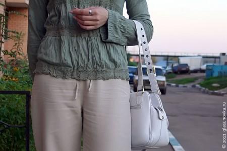 Девушка с сумочкой.