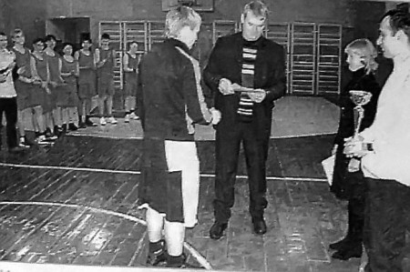 В спортивном зале Глазуновской школы прошли районные соревнования по баскетболу среди мужских команд на кубок главы поселка Глазуновка.