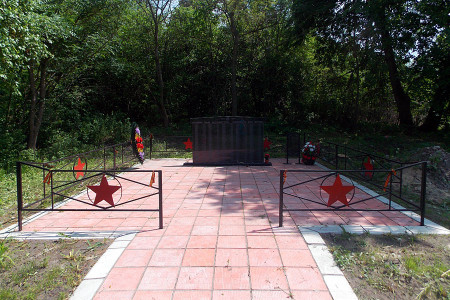 Братская могила в деревне Сабурово Глазуновского района Орловской области.