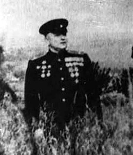 П. Г. Савинов на лугу в Тагино, где разведчики захватили «языка» (1973 г)
