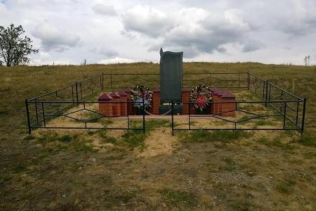 Памятный знак на высоте 256 в Тагинском в честь разведчиков 15-й Сивашской дивизии.