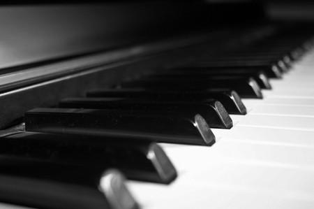 Клавиши старого пианино