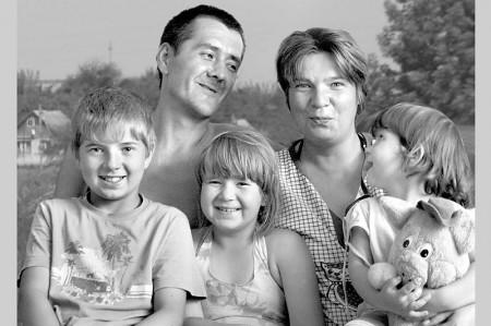 Семья Харламовых живёт в деревне с названием Кривые Верхи, что в пяти километрах от районного центра.