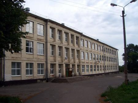 Школа — одна-единственная на всю Глазуновку и, естественно, поэтому переполнена