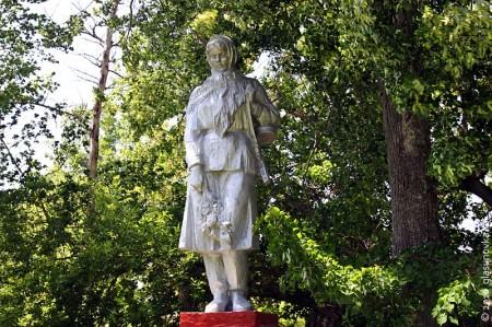 Памятник на воинском захоронении в селе Тагино Глазуновского района Орловской области