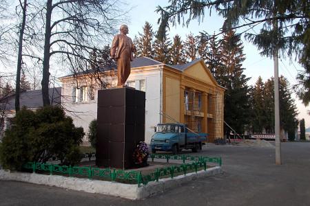 Памятник Ленину в Глазуновке, 2015 год.