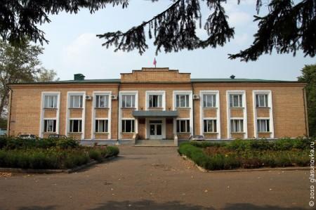 Здание администрации Глазуновского района