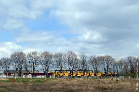 Зерноуборочные комбайны ждут своего часа.
