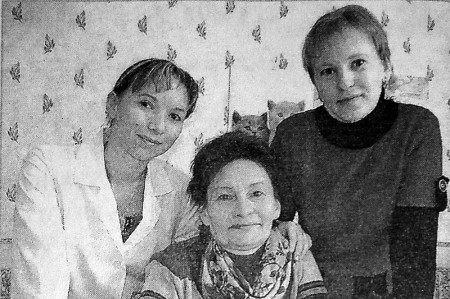 Нина Анатольевна Гусарова с дочерьми.