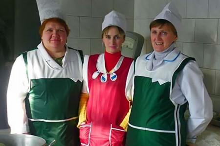 В центральной столовой Глазуновского райпо работают сразу три повара.