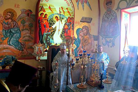 Архиепископ Антоний совершает Божественную литургию в Рождество–Богородицком храме посёлка Глазуновка.