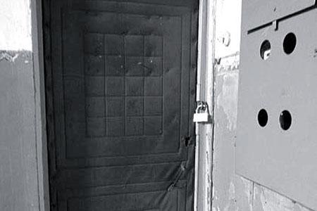 Дверь в ФАП закрыта.