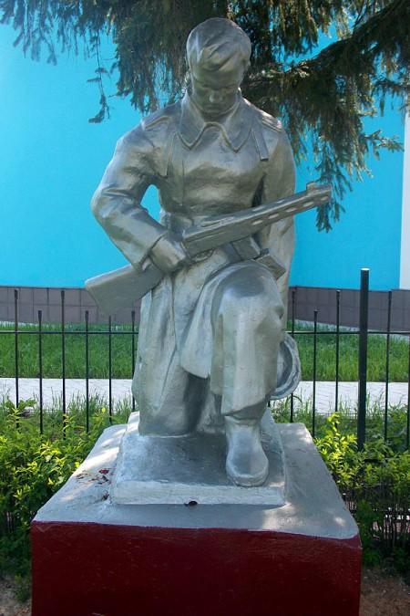 Воинское захоронение в селе Ловчиково Глазуновского района Орловской области, монумент.