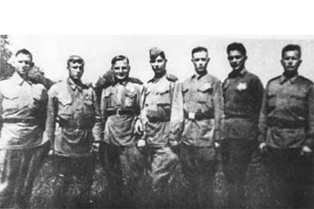 Группа разведчиков, захвативших «языка» (июль 1943 г.)