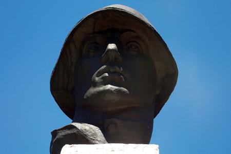 Часть памятника 108 воинам-односельчанам, павшим на фронтах Великой Отечественной войны 1941-1945 годов, в Васильевке Глазуновского района Орловской области.